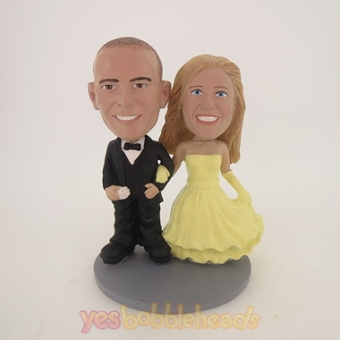 Picture of Custom Bobblehead Doll: Arms Linked Bride And Groom