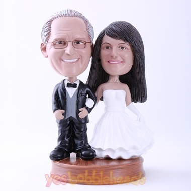 Picture of Custom Bobblehead Doll: Bride and Groom Hand in Hand