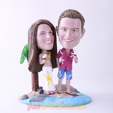 Picture of Custom Bobblehead Doll: Couple Holding Ice Cream On Beach